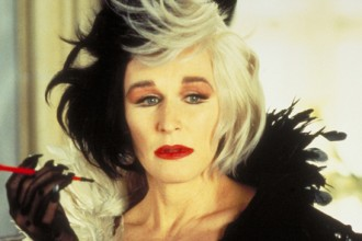 Cruella-glenn-close-as-cruella-de-vil-32652887-590-295