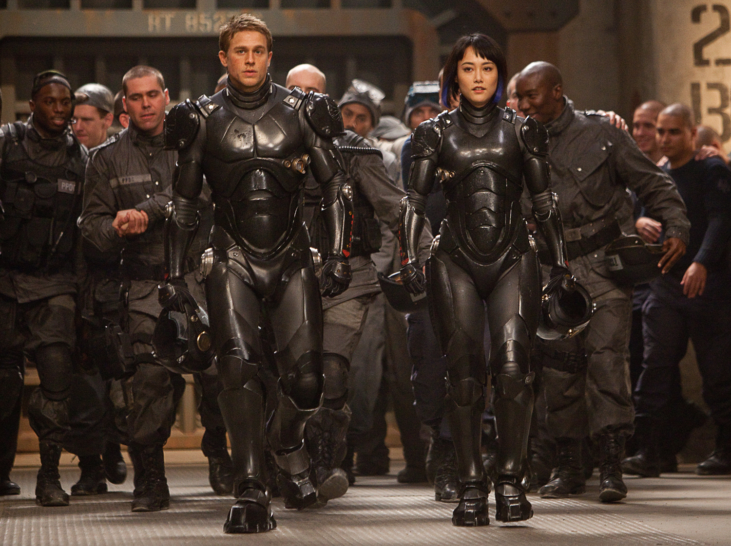 Pacific Rim Cast 5 Major Issues I Had With Pacific Rim, And How They Ultimately Kept The Film Away From True Greatness