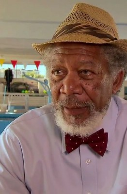 Morgan-Freeman-Dolphin-Tale-2